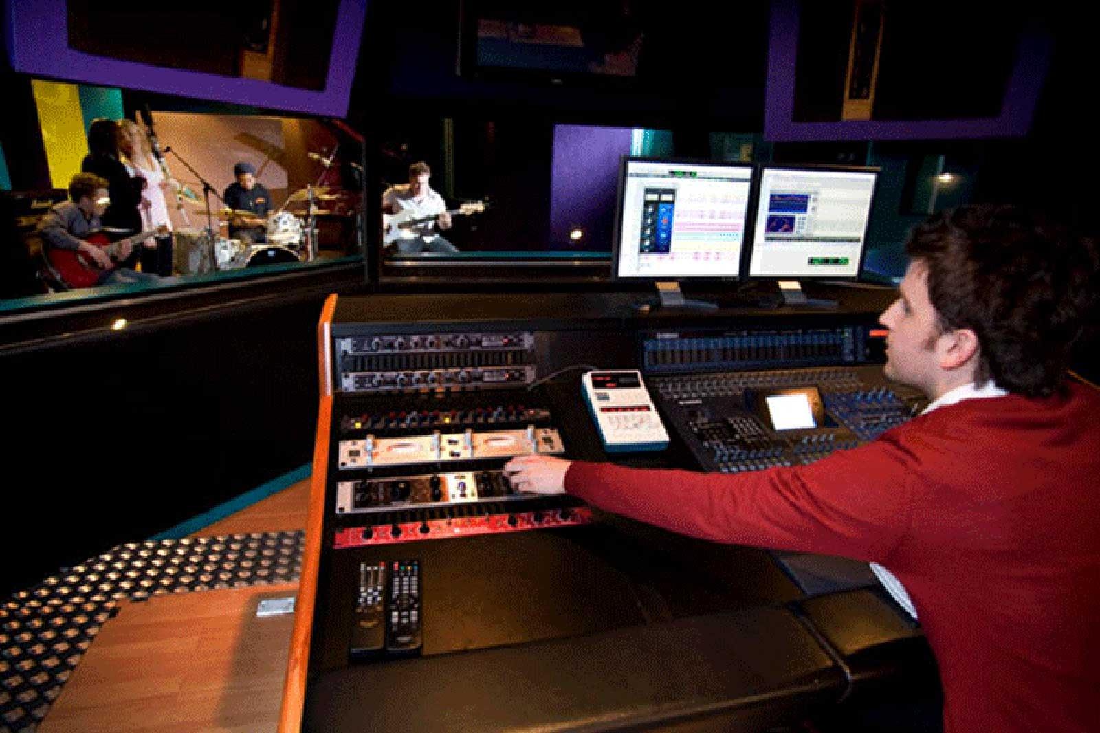 JMC-kolaborasi-audio-dan-performance