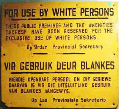 Papan petunjuk di tempat umum semasa pemerintahan berbasis warna kulit (southafrica-for-dummies.com)
