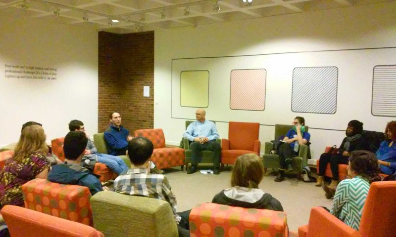 Clark University: Suasana diskusi perubahan iklim dan ekonomi di acara Climate Change Teach-in, satu hari yang berisi pembicaraan, diskusi, dan lokakarya berkaitan dengan perubahan iklim (foto: Gaia Khairani)